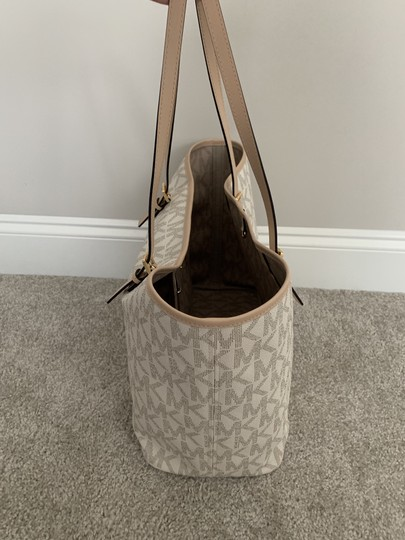 Michael Kors Mk Logo Pattern And Tote in White with Tan print Image 3