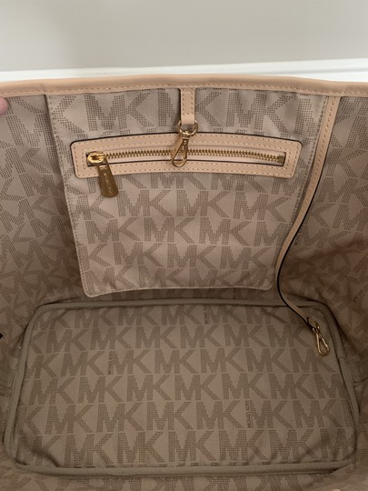 Michael Kors Mk Logo Pattern And Tote in White with Tan print Image 4