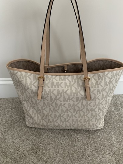 Michael Kors Mk Logo Pattern And Tote in White with Tan print Image 5
