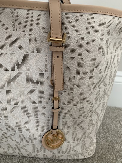 Michael Kors Mk Logo Pattern And Tote in White with Tan print Image 6