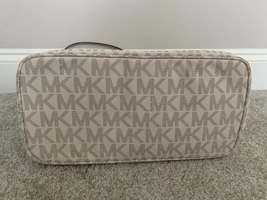 Michael Kors Mk Logo Pattern And Tote in White with Tan print Image 7