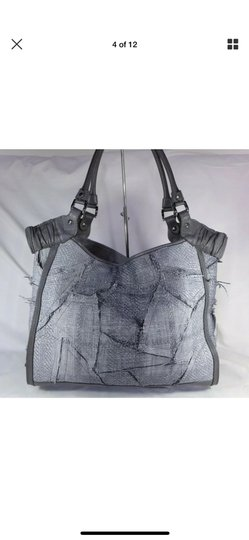 Burberry Tote in gray Image 3