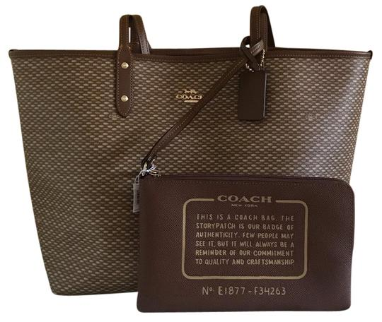 Preload https://img-static.tradesy.com/item/25766532/coach-city-reversible-with-legacy-print-imneutral-tote-0-1-540-540.jpg