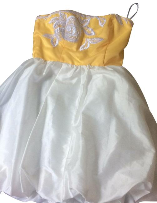 Preload https://img-static.tradesy.com/item/25766541/betsey-johnson-white-and-yellow-zdrs-short-night-out-dress-size-8-m-0-1-650-650.jpg