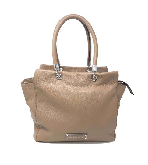 Preload https://img-static.tradesy.com/item/25766823/marc-by-marc-jacobs-handle-women-s-m0001341-242-beige-leather-tote-0-0-540-540.jpg