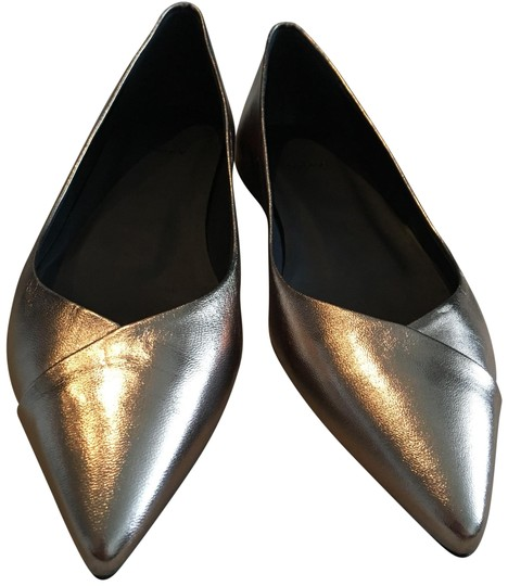 Preload https://img-static.tradesy.com/item/25767103/theory-silver-nude-pointed-flats-size-eu-38-approx-us-8-regular-m-b-0-1-540-540.jpg