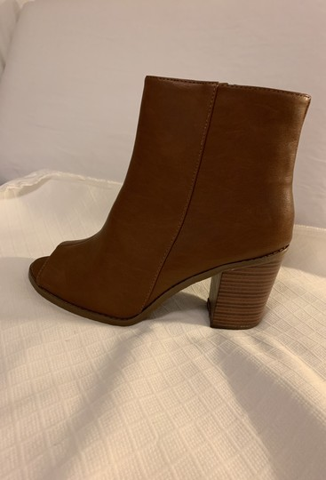 Breckelle's Camel Boots Image 2
