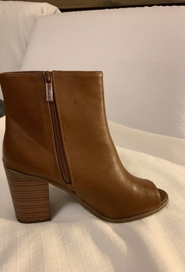 Breckelle's Camel Boots Image 4