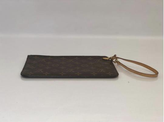 Louis Vuitton Lv Neverfull Neverfull Mm Monogram Pouch Wristlet in Brown Image 5