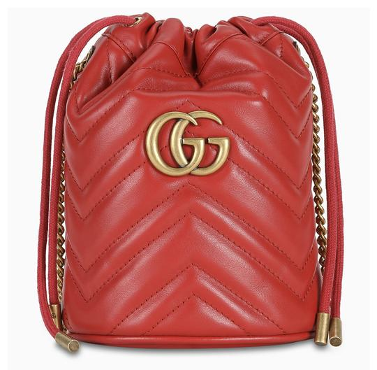 Preload https://img-static.tradesy.com/item/25768427/gucci-bucket-marmont-df-mini-hibiscus-red-leather-shoulder-bag-0-0-540-540.jpg