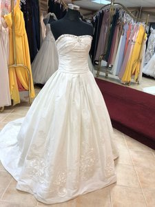 Anjolique Ivory Silky Taffeta Ballgown Embroidered Flower Gown Modern Wedding Dress Size 6 (S)
