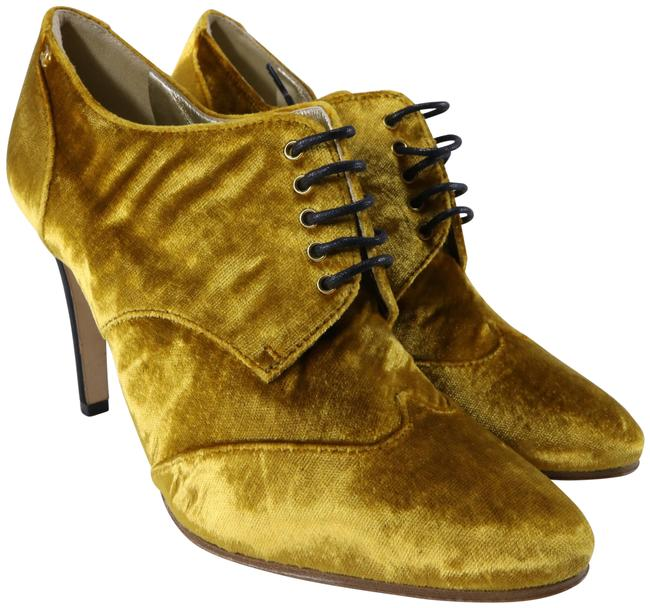 Chanel Yellow 17a Mustard Gold Velvet Lace Up Oxford Rounded Heels B940 Boots/Booties Size EU 38.5 (Approx. US 8.5) Regular (M, B) Chanel Yellow 17a Mustard Gold Velvet Lace Up Oxford Rounded Heels B940 Boots/Booties Size EU 38.5 (Approx. US 8.5) Regular (M, B) Image 1