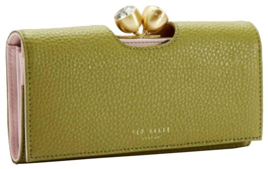 Preload https://img-static.tradesy.com/item/25774916/ted-baker-mid-green-london-pebble-textured-bobble-leather-matinee-wallet-0-10-540-540.jpg
