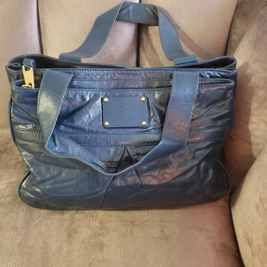 Preload https://item4.tradesy.com/images/marc-jacobs-shoulder-bag-shoulder-bagtote-midnight-blue-leather-tote-25775428-0-3.jpg?width=440&height=440