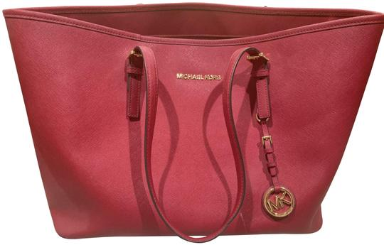 Preload https://img-static.tradesy.com/item/25775549/michael-kors-large-jet-set-travel-red-leather-tote-0-1-540-540.jpg