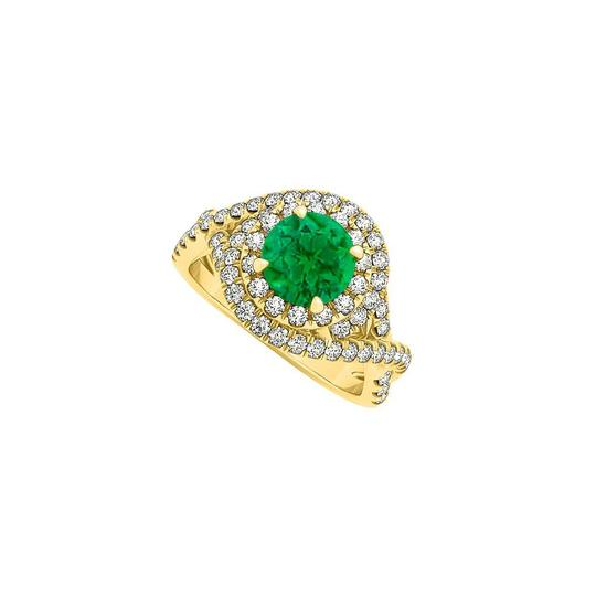 Preload https://img-static.tradesy.com/item/25775570/green-emerald-and-cz-criss-cross-halo-engagement-gold-ring-0-0-540-540.jpg