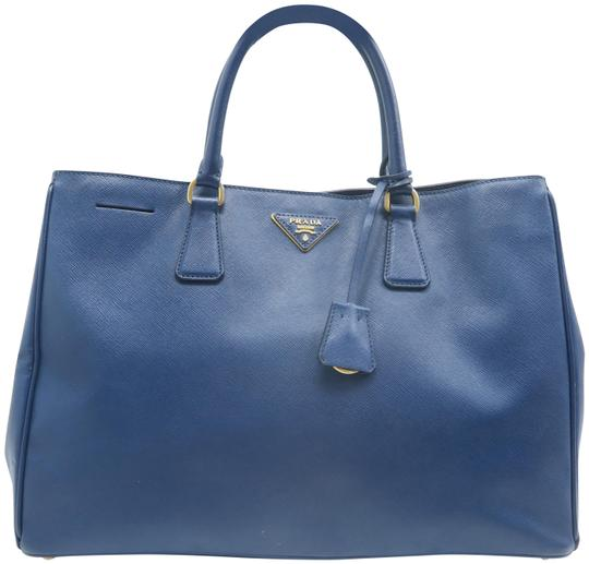 Preload https://img-static.tradesy.com/item/25775796/prada-lux-large-saffiano-blue-calfskin-leather-tote-0-1-540-540.jpg