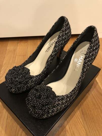 Chanel Black and White Tweed Pumps Image 2