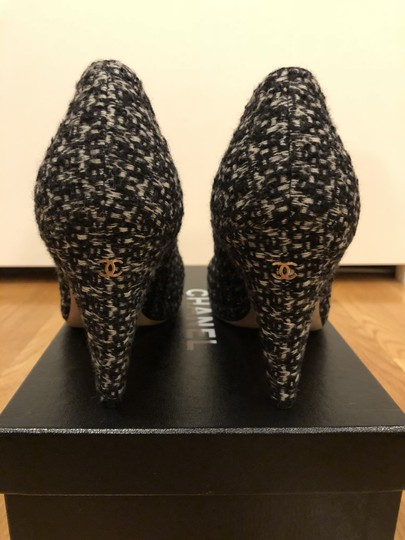 Chanel Black and White Tweed Pumps Image 3