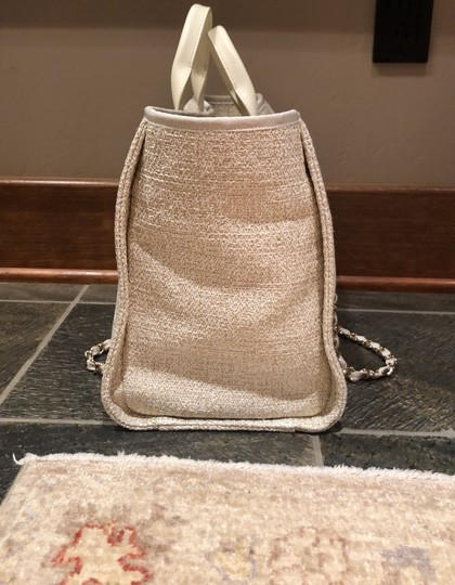 Chanel Tote in ivory Image 2