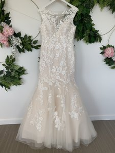 Pronovias Off White and Light Pink Tulle Lace Emerald Feminine Wedding Dress Size 10 (M)