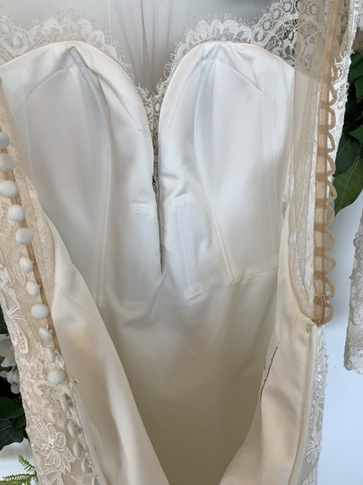 Pronovias Off White Tulle and Lace Drinea Formal Wedding Dress Size 8 (M) Image 2