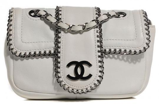 Preload https://img-static.tradesy.com/item/25778909/chanel-255-reissue-madison-classic-mini-flap-quilted-chain-around-cc-logo-link-cross-white-silver-gu-0-0-540-540.jpg