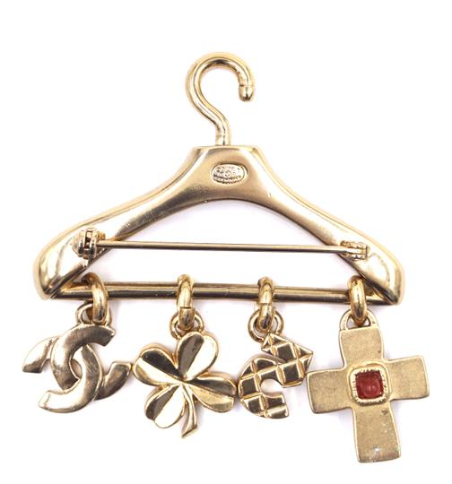 Chanel Ultra Rare CC Hanger charms gripoix gold brooch Image 3