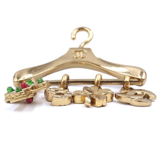 Chanel Ultra Rare CC Hanger charms gripoix gold brooch Image 4