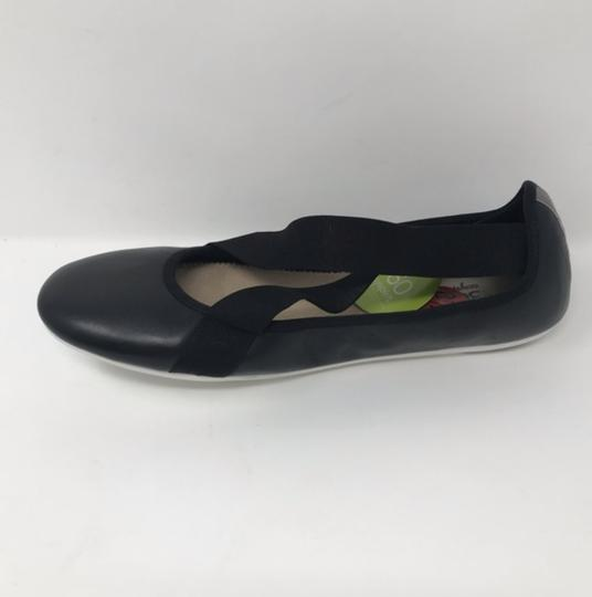 Easy Spirit Black and White Flats Image 1