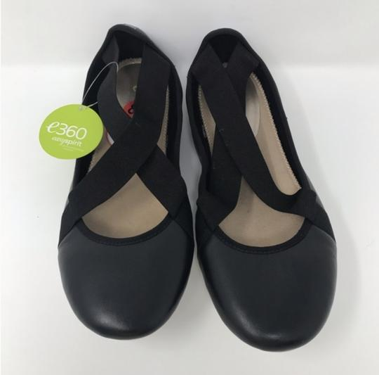 Easy Spirit Black and White Flats Image 6
