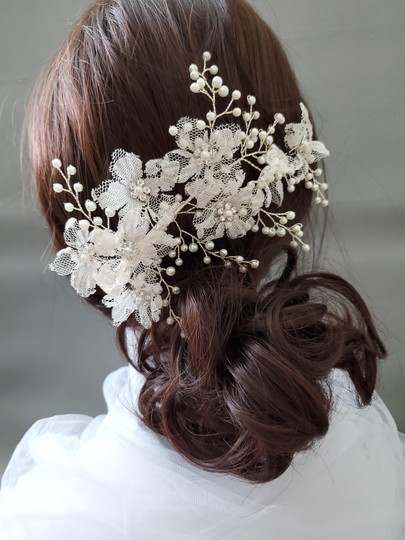 White Hairpiece Lace Large Floral Flower Pin Comb Hair Accessory Image 3
