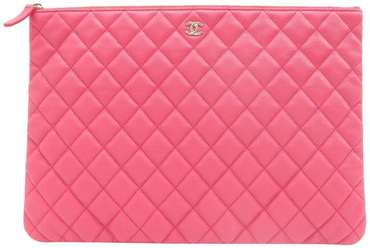 Preload https://img-static.tradesy.com/item/25781991/chanel-large-quilted-o-case-coral-caviar-clutch-0-1-540-540.jpg