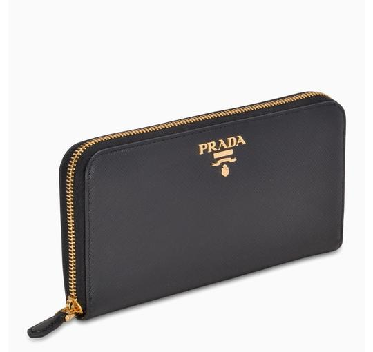 Prada Df new Prada Saffiano wallet with gold tone logo Image 1