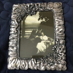 Pewter-like Bows W/Flowers Photo Frame