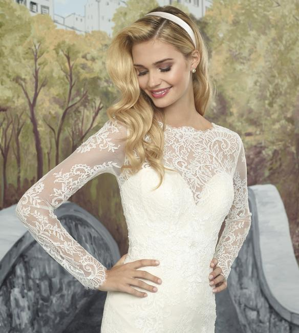 Item - Ivory/Silver/Nude Lace Organza Tulle 8918 Modest Wedding Dress Size 4 (S)
