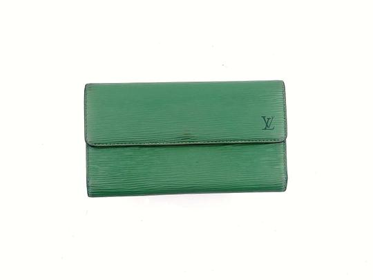 Preload https://img-static.tradesy.com/item/25789879/louis-vuitton-green-clutch-epi-leather-international-long-spain-wallet-0-0-540-540.jpg