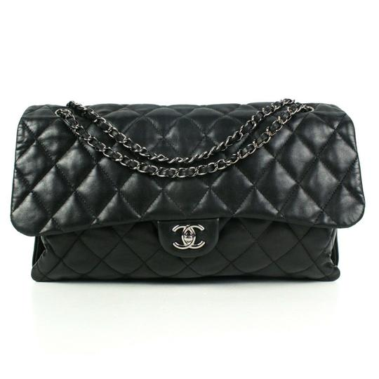Preload https://img-static.tradesy.com/item/25792948/chanel-classic-flap-quilted-silver-black-lambskin-leather-shoulder-bag-0-0-540-540.jpg