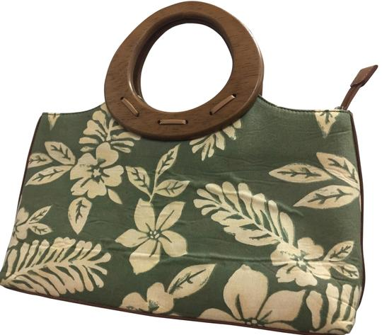 Preload https://img-static.tradesy.com/item/25795045/relic-with-removable-strap-natural-and-green-coated-canvas-satchel-0-1-540-540.jpg