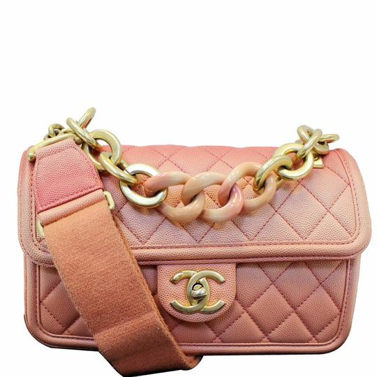 Preload https://img-static.tradesy.com/item/25795656/chanel-sunset-on-the-sea-caviar-small-flap-coral-leather-shoulder-bag-0-0-540-540.jpg
