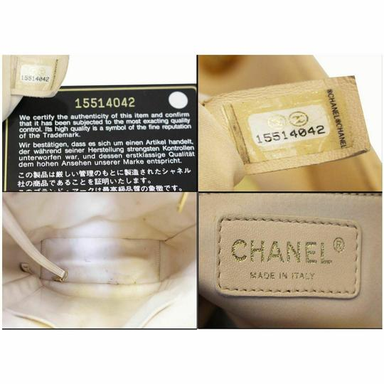 Chanel Tote in Beige Image 10