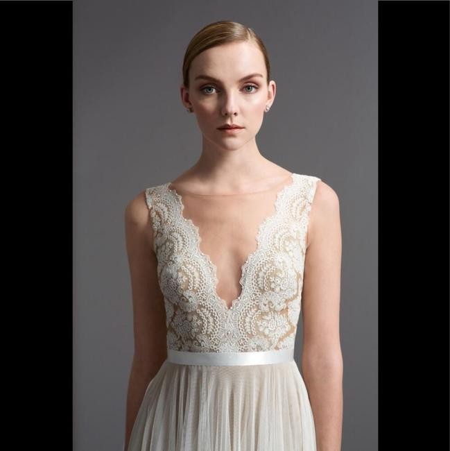 Item - Ivory Nude Santina Feminine Wedding Dress Size 8 (M)