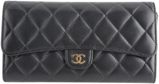 Preload https://img-static.tradesy.com/item/25800551/chanel-black-classic-flap-cc-quilted-gusset-wallet-0-1-540-540.jpg