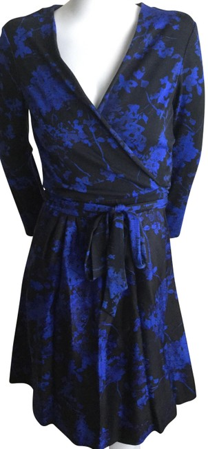 Diane von Furstenberg Blue/ Black Wrapped Around Mid-length Short Casual Dress Size 6 (S) Diane von Furstenberg Blue/ Black Wrapped Around Mid-length Short Casual Dress Size 6 (S) Image 1