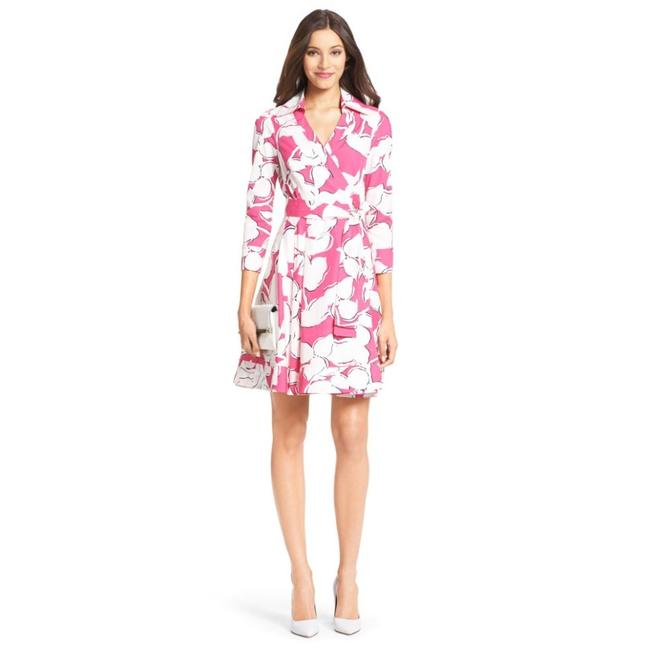 Diane von Furstenberg Pink & Ivory Jadrian Floral Wrap with Pleated Skirt Mid-length Short Casual Dress Size 0 (XS) Diane von Furstenberg Pink & Ivory Jadrian Floral Wrap with Pleated Skirt Mid-length Short Casual Dress Size 0 (XS) Image 1