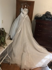 Alfred Angelo White Tulle Snow Disney Collection Formal Wedding Dress Size 8 (M)