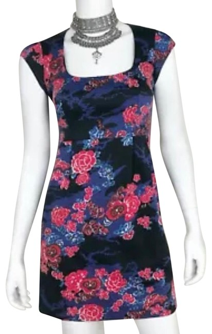 Preload https://img-static.tradesy.com/item/25809078/french-connection-floral-cap-sleeves-mid-length-workoffice-dress-size-4-s-0-1-650-650.jpg