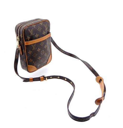 Preload https://img-static.tradesy.com/item/25809126/louis-vuitton-danube-brown-monogram-canvas-and-leather-cross-body-bag-0-0-540-540.jpg