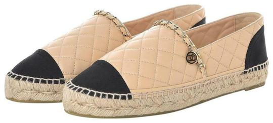 Preload https://img-static.tradesy.com/item/25814386/chanel-beige-quilted-leather-cc-chain-charm-logo-black-toe-espadrilles-flats-size-eu-42-approx-us-12-0-0-540-540.jpg