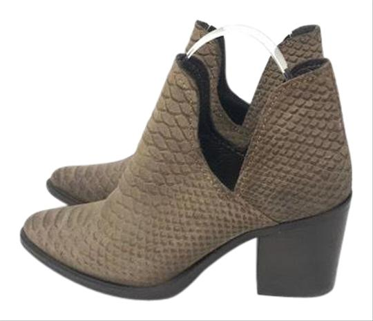Preload https://img-static.tradesy.com/item/25814570/steve-madden-postal-bootsbooties-size-us-7-regular-m-b-0-1-540-540.jpg